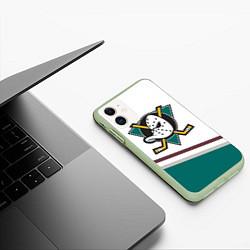 Чехол iPhone 11 матовый Anaheim Ducks Selanne цвета 3D-салатовый — фото 2
