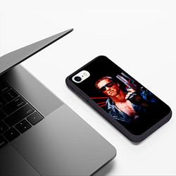 Чехол iPhone 7/8 матовый Терминатор с пистолетом цвета 3D-черный — фото 2
