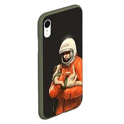 Чехол iPhone XR матовый Гагарин с лайкой цвета 3D-темно-зеленый — фото 2