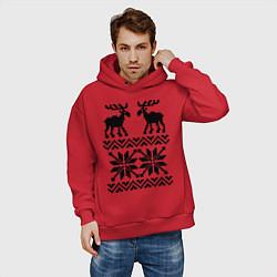 Толстовка оверсайз мужская Узор с оленями цвета красный — фото 2