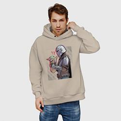 Толстовка оверсайз мужская Мандалорец и Дитя цвета миндальный — фото 2