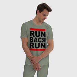 Пижама хлопковая мужская Run Вася Run цвета авокадо — фото 2