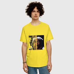 Мужская удлиненная футболка с принтом Tupac: 1971-1996, цвет: желтый, артикул: 10134060105753 — фото 2