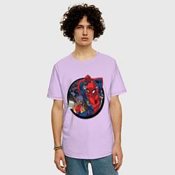 Футболка оверсайз мужская Flying Spider-man цвета лаванда — фото 2