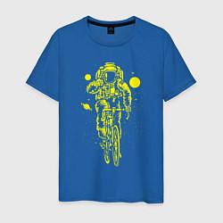 Футболка хлопковая мужская Космонавт на велосипеде цвета синий — фото 1