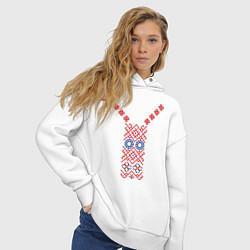 Толстовка оверсайз женская Узор славянского сарафана цвета белый — фото 2