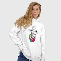 Толстовка оверсайз женская Жираф меломан цвета белый — фото 2