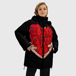 Женская зимняя 3D-куртка с капюшоном с принтом Сердце роз в руках, цвет: 3D-черный, артикул: 10083686306071 — фото 2