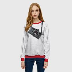 Свитшот женский Фотоаппарат на груди цвета 3D-красный — фото 2