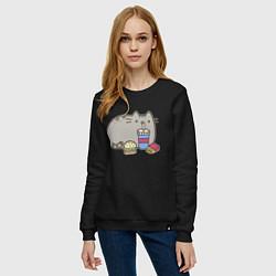 Свитшот хлопковый женский Котик с бургером и фри цвета черный — фото 2