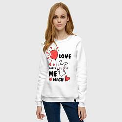 Свитшот хлопковый женский Love makes me high цвета белый — фото 2