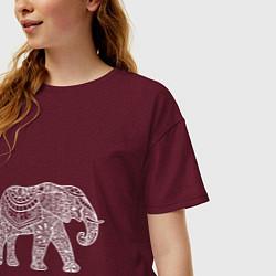 Футболка оверсайз женская Расписной слон цвета меланж-бордовый — фото 2