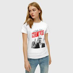 Футболка хлопковая женская Make love, not war цвета белый — фото 2